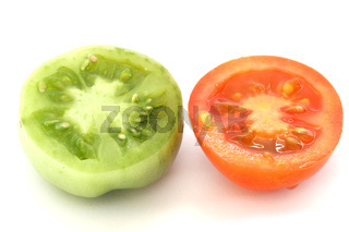Red and green tomatoe slices