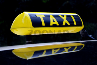 yellow neon taxi sign