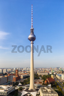 Berlin Skyline Fernsehturm Alexanderplatz Deutschland Stadt Hochformat Straße