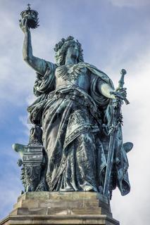 Niederwalddenkmal mit Germania-Statue bei Rüdesheim am Rhein, Weinstadt in Deutschland