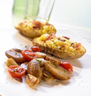 Gefuellte Kartoffeln und Balsamicokartoffeln