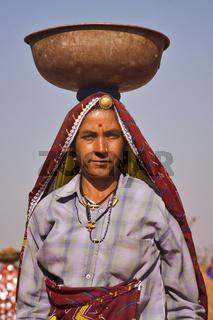 Indische Arbeiterinnen in traditioneller Kleidung, Nordindien, Indien, Asien - idian workingwoman in traditional clothes, North India, India, Asia