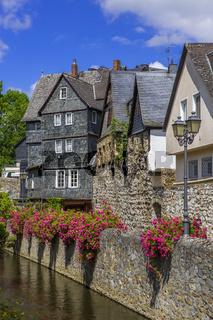 historische Häuse am Mühlgraben in der Altstadt von Wetzlar, Hessen, Deutschland