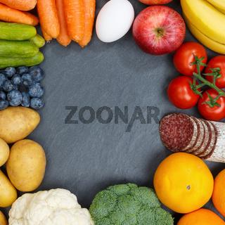 Obst und Gemüse Sammlung Lebensmittel Früchte essen Rahmen Quadrat Schieferplatte Textfreiraum von oben