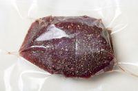 Fleisch in einem Sous vide Beutel