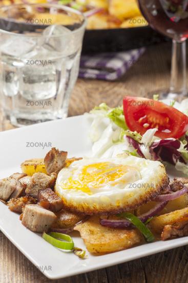 Tiroler Groestl with one egg
