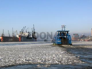Winter an der Elbe