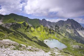 Oberer Gaisalpsee, dahinter Gaisalphorn, 1953m, und Rubihorn, 1957m, Allgäuer Alpen, Allgäu, Bayern, Deutschland, Europa