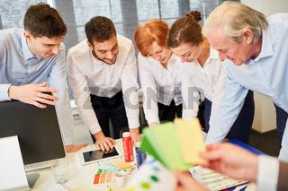 Kreatives Designer Team beim Brainstorming