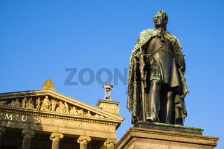 Denkmal von Großherzog Paul Friedrich  vor Staatlichem Museum Schwerin, Mecklenburg-Vorpommern, Deutschland
