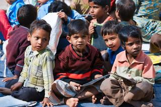 Kinder in einer Dorfschule, Nordindien, Indien, Asien - children in a country school, North India, India, Asia