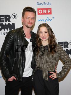 Sänger Ben Zucker und Sängerin Oonagh auf dem Roten Teppich zur ARD TV-Show Schlager Countdown in Oldenburg am 25.03.2017