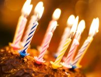 Geburtstagskuchen mit Kerzen