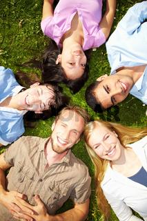 Studenten im Gras