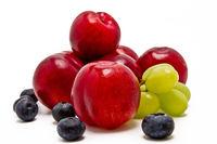 Aprikosen, Weintrauben und Blaubeeren
