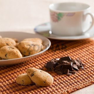 Cookies with chocolate chips and chocolate flakes
