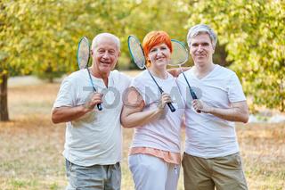 Senioren als Team spielen Badminton