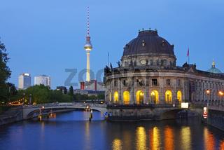 berlin museumsinsel at night