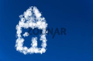 Haus aus Wolken im Himmel
