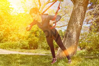 Suspension Sling Training im Sommer