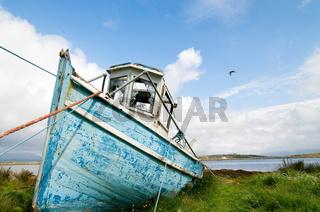 Fischerboot auf dem Trockenen  - Fishing boat on the dry