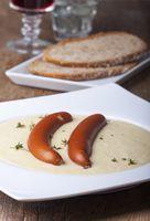 Kartoffelsuppe mit Frankfurter Würstchen