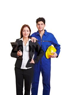 Bauarbeiter und Geschäftsfrau