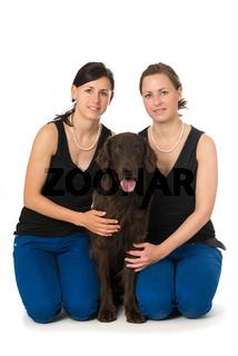 Junge Frauen mit Hund