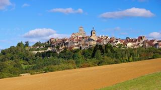 Vezelay, Burgund in Frankreich   - the town Vezelay, Burgundy in France