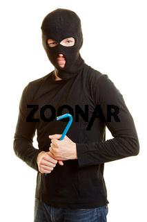 Mann als krimineller Einbrecher
