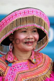 Eine Frau in Tracht beim traditionellen Bootsrennen auf dem Mekong River in Vientiane der Hauptstadt von Laos in Suedostasien.