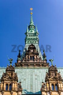 Turm des Hamburger Rathauses vom Innenhof aus betrachtet