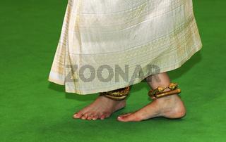 Fusshaltung beim klassischen Khmer-Tanz