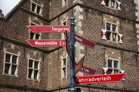 Raesfeld moated castle - Signpost