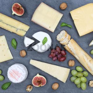 Käseplatte Schweizer Käse Platte Brot Camembert quadratisch Schiefertafel von oben