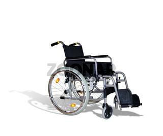 Rollstuhl freigestellt auf weissem Hintergrund