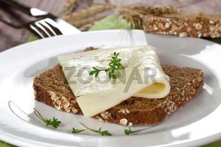 Brot mit Kaese