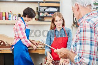 Frau als Handwerker Lehrling