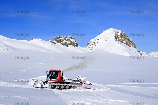 Pistenbully on the Plaine Morte Glacier