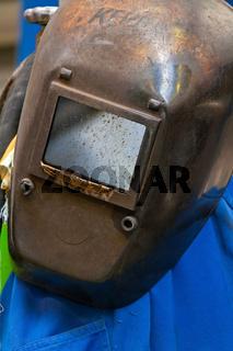Schutzkleidung eines Schweissers in der Metall Industrie