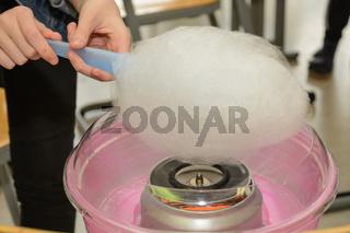Zuckerwatte mit einer Zuckerwattemaschine selber machen