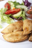 hausgemachte Empanadas mit Salsa