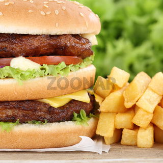 Doubleburger Double Burger Hamburger mit Pommes Frites Closeup Nahaufnahme