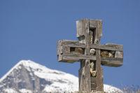 Stone cross with Wiesbachhorn