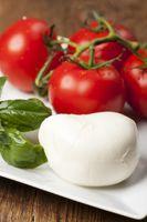 Mozzarella, Basilikum und Tomaten