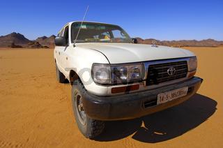 Toyota Geländewagen in Weitwinkelperspektive