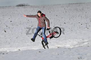 BMX Flatland im Schnee Monika Hinz