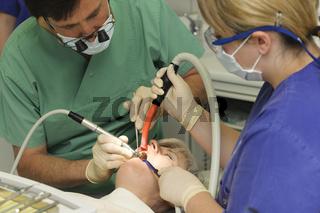 Patientin beim Zahnarzt