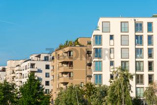 Neues Wohngebiet mit modernen Stadthäusern in Berlin