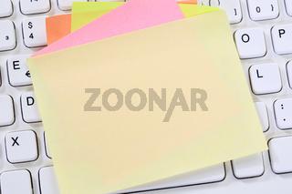 Leerer Notizzettel Zettel Notiz Textfreiraum Copyspace Nachricht Business Konzept